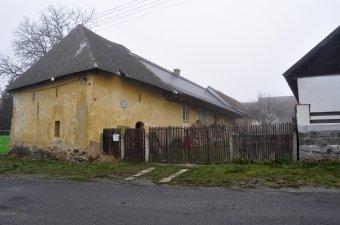 Venkovské usedlosti v Draženově (čp. 5, 8, 128)