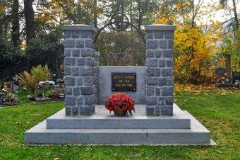 Pomník a hrob obětí okupace v Nýrsku
