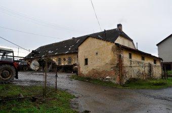 Hospodářský dvůr v Poleni (čp. 13)