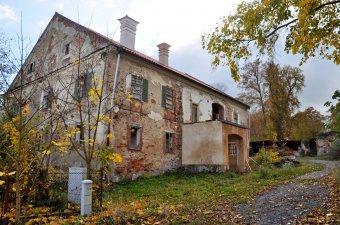 Starý zámek v Týnci (čp. 2)
