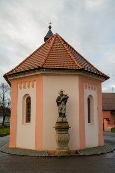 Kaple se sochou sv. Jana Nepomuckého v Příchovicích