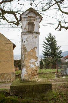 Boží muka a socha sv. Judy Tadeáše v Pteníně