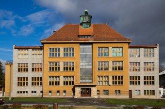 Škola v Plasích (čp. 280)