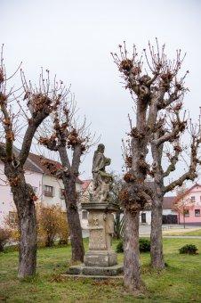 Sochy sv. Floriána a sv. Jana Nepomuckého v Černošíně