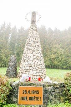 Pomník obětem pochodu smrti u Pístova