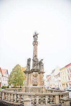 Sochy sv. Jana Nepomuckého a smírčí kříže v Plané
