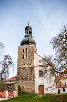 Kostel sv. Petra a Pavla ve Svojšíně